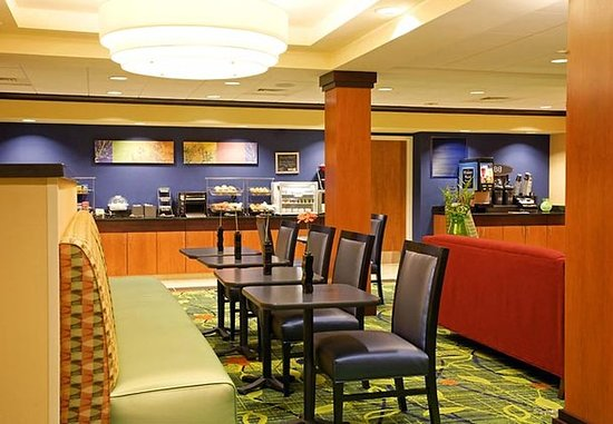 Fairfield Inn & Suites Hooksett: Breakfast Area