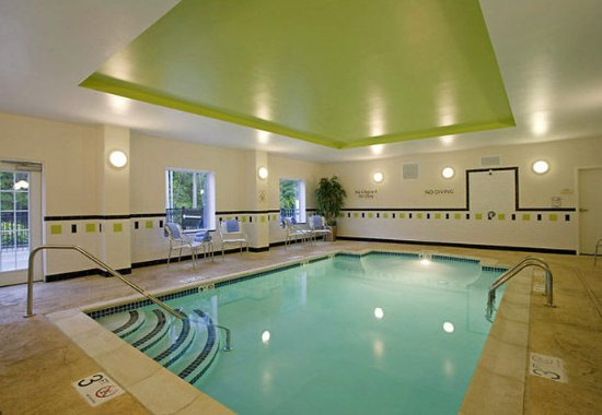 Fairfield Inn & Suites Hooksett: Indoor Pool