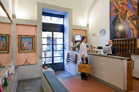 Residence La Contessina: Reception 24 hours
