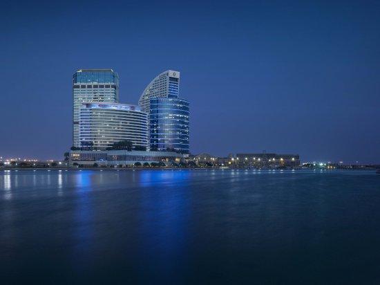 Crowne Plaza Dubai Festival City: Hotel Exterior