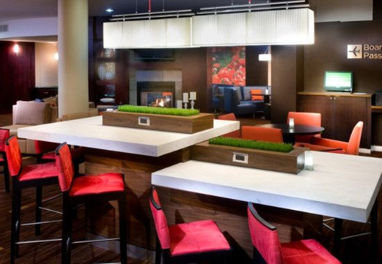 Collierville, TN: Communal Table