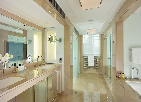 The Dorchester_Audley Suite bathroom