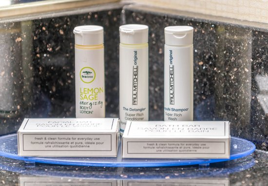 Highlands Ranch, CO: Paul Mitchell® Amenities