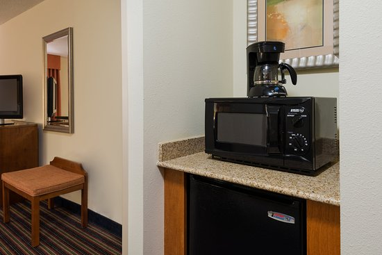 Sandston, VA: Guest Rooms with refrigerator and microwave