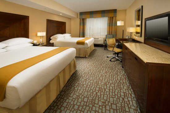 Holiday Inn Express - Jacksonville Beach: Guest Room with Two Queen Beds