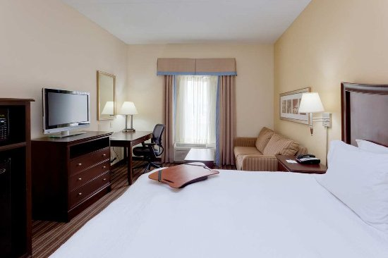 Gainesville, VA: King Guest Room with Study
