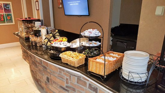 West Orange, NJ: Complimentary Breakfast