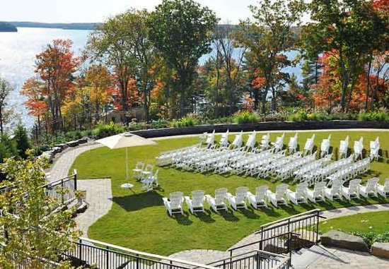 Minett, Canada: Lakeview Lawn Wedding Ceremony