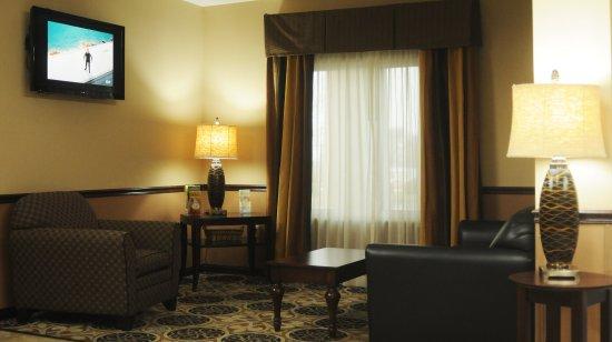 Sedalia, MO: Lobby sitting area