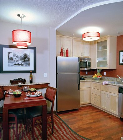 Plymouth, MN: Suite Kitchen