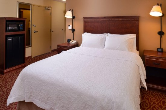 Lincoln, IL: Standard Queen Guest Room