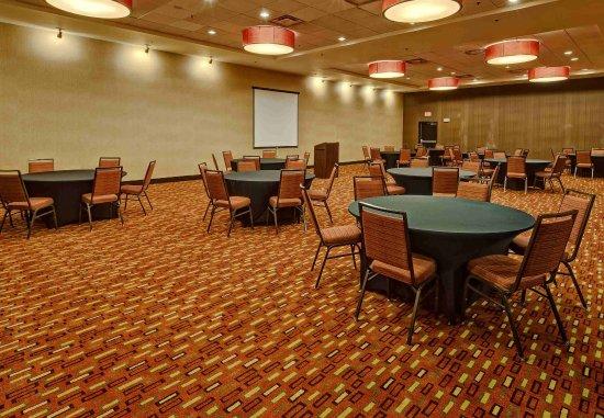 Courtyard Midland: Ocotillo Meeting Room - Rounds Setup