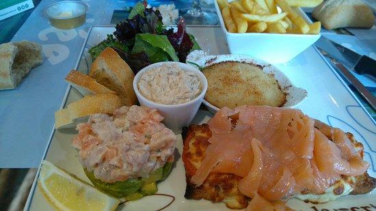 La Criee Nanterre: Salade oceane. Plusieurs dégustations à base de produits de la mer