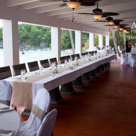 Secret Harbour Beach Resort: Beach Wedding receptions