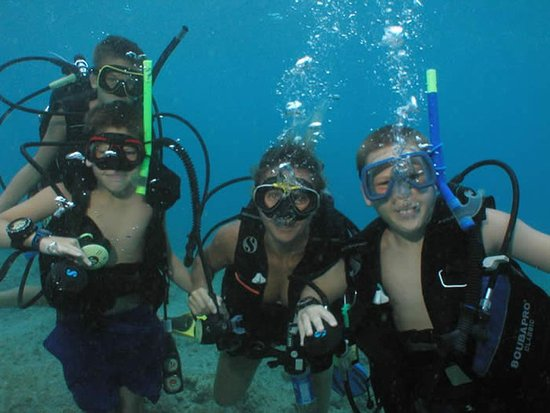 Benner, St. Thomas: Kids Diving
