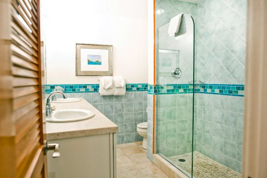 Benner, St. Thomas: 1 bedroom condo bathroom