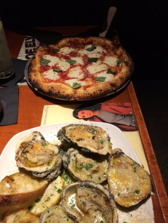 Worthington, OH: Pizza and THE OYSTERS!!!