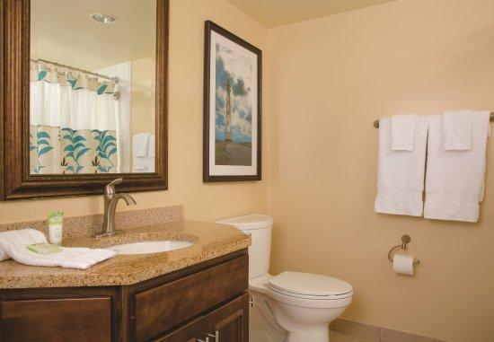 Marriott's Aruba Surf Club: Guest Bathroom