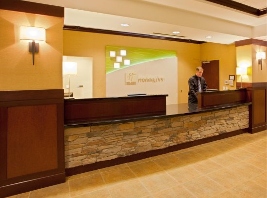 Front Royal, VA: Our front desk staff is here to assist you