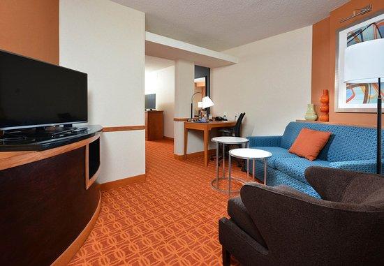 Wytheville, VA: King Suite - Sitting Area