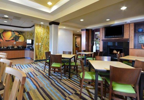 Wytheville, VA: Breakfast - Sitting Area