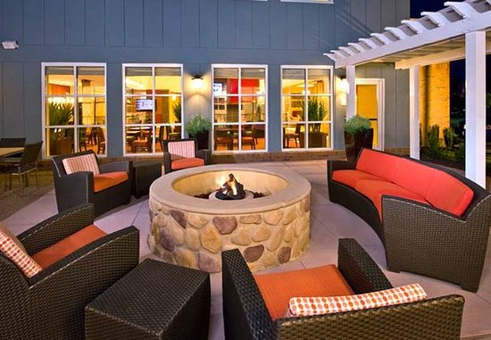 Residence Inn Newport News Airport: Fire Pit