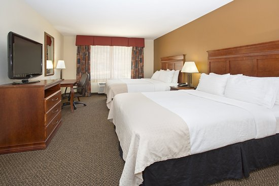 Holiday Inn Hotel & Suites Trinidad: Two Queen Guest Room