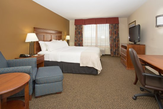 Holiday Inn Hotel & Suites Trinidad: King Guest Room
