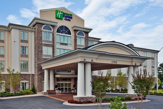 Holiday Inn Express Hotel & Suites Phenix City-Fort Benning Area: Hotel Exterior