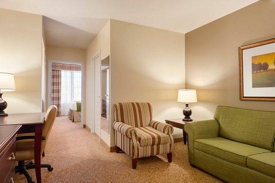 Red Wing, MN: CISREMNQueen Bedroom Suite