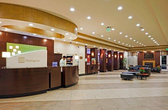 Bellmead, TX: Hotel Lobby, Reception & Fireplace