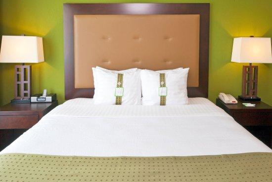 Bellmead, TX: King Suite Bedroom