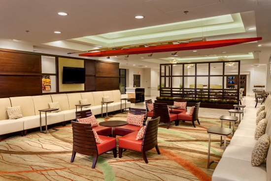 Holiday Inn Austin-Town Lake : Relax in our spacious and functional lobby lounge