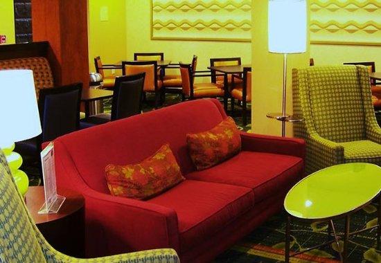 Kodak, Tennessee: Breakfast Lounge