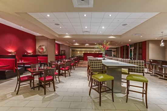 Holiday Inn Ft. Myers Airport-Town Center: Savor the local flavor of our Oasis Restaurant