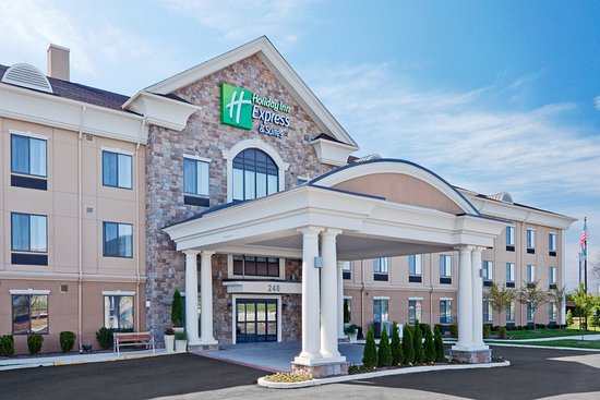 Holiday Inn Express & Suites Warminster - Horsham: Hotel Exterior