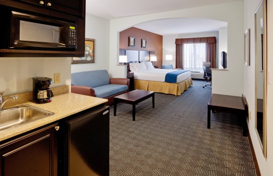 Warminster, PA: Our spacious suites are great to relax in after a long day.