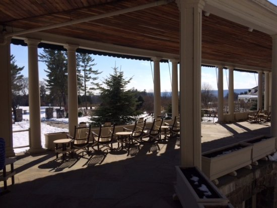 Skytop, PA: Beautiful porch overlooking grounds