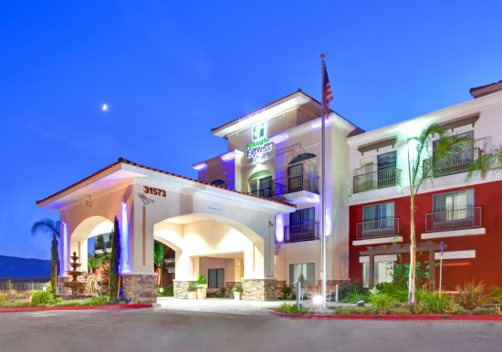 Holiday Inn Express Hotel & Suites Lake Elsinore: Hotel Exterior