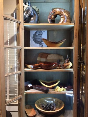 Landrum, Carolina del Sur: Wood carving, turned bowls, jewelry, pottery, drawings, photography ...