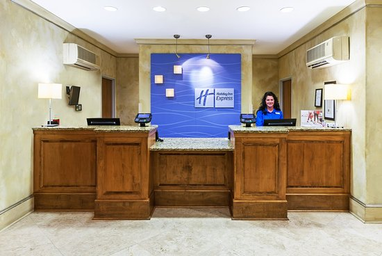 Holiday Inn Express & Suites Lafayette-South: Front Desk
