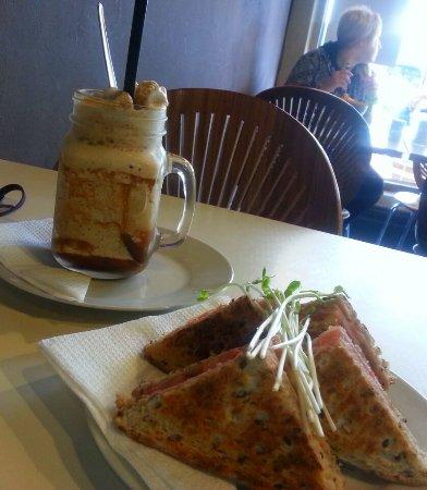 Narrandera, Australië: Toastie and Iced Coffee Frappe
