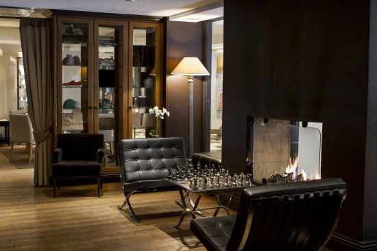 Hotel Haven: Bar Haven Fireplace