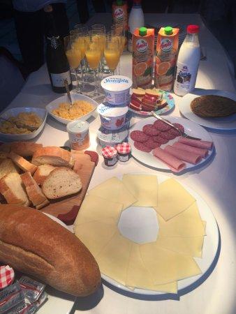 Blue Angel Villa : Breakfast at the villa