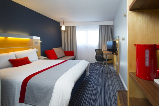 Holiday Inn Express Epsom Downs: Guest Room