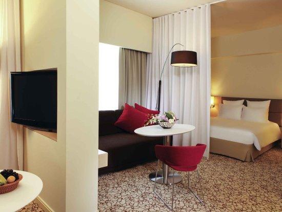 Novotel Suites Dubai Mall of the Emirates: Guest Room