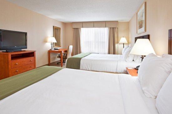 Bay City, MI: Two Queen Bed Guest Room