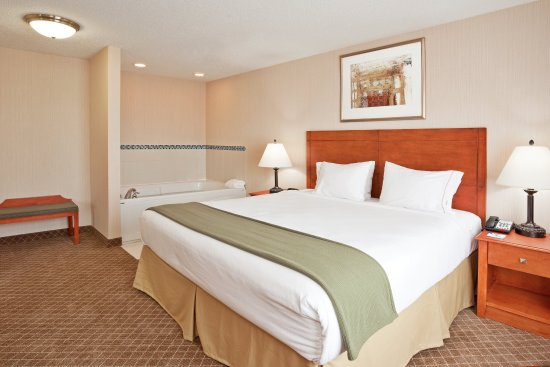 Holiday Inn Express Hotel & Suites Bay City: Executive King Jacuzzi Suite