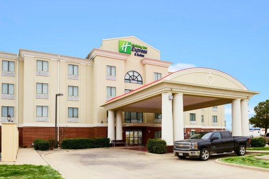 Holiday Inn Express Hotel & Suites Eastland: Hotel Exterior