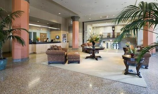Grand Eastonian Hotel & Suites: Lobby
